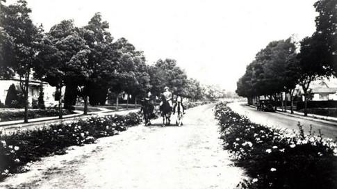 Bridle Path Rodeo drive 1946.jpg
