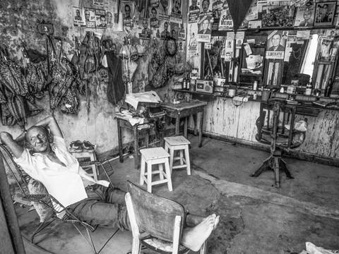 Barbeiro faz tudo - Olinda - PE - 1984