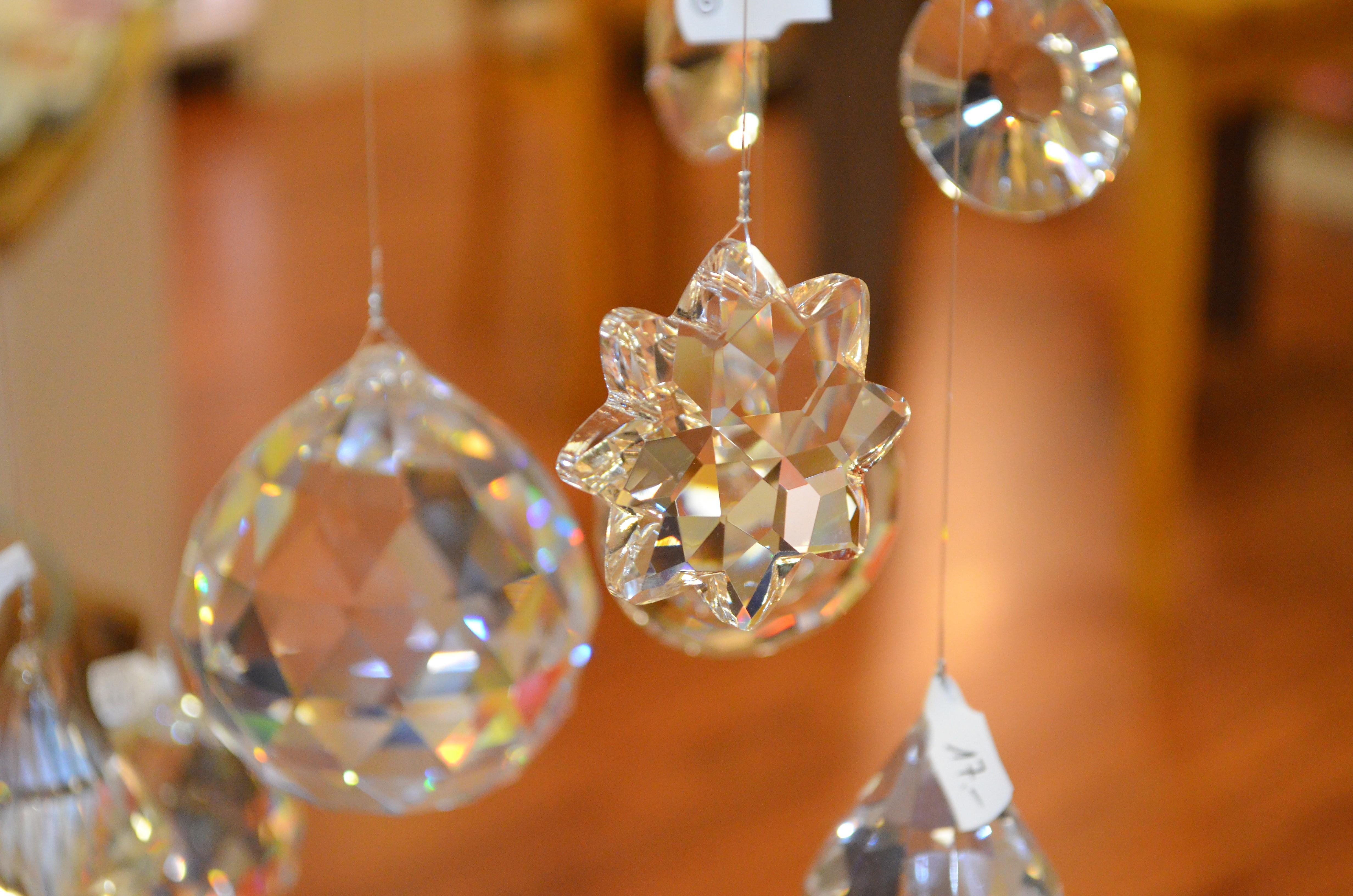 viele verschiedene Kristalle