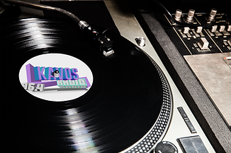 vinyl-record-mockup-featuring-a-dj-s-con