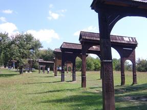 Szejki völgyi kopjafa-erdő, Erdélyben.