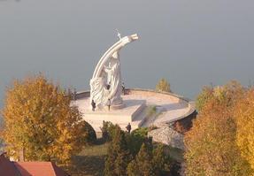 Esztergom, a várból a Duna felé nézve.