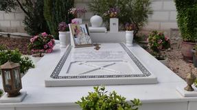 A kephaloniai kolostor rendfőnökének nagy becsben megőrzött sírhelye.