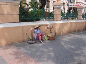 Hanoi, a főposta közelében- minden kapható.