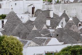 Alberobello háztetői a 14. századból- Puglia.