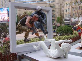 Szabadtéri szobrok a sanghaji főutcán.