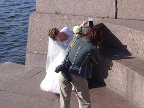Különleges esküvői kép készül a Néva partján…Szentpétervárott