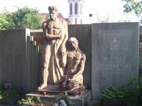 Soproni temetői emlék egy egészen másféle korból.