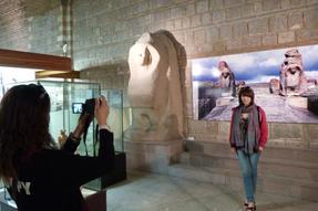 Emlék készül a hettita időkből- ankarai múzeumban fénykép készül fénykép előtt