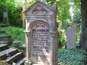 Nem hinnétek: ez a segesvári temetőben olvasható sírfelirat, még abból az időből, amikor senkinek sem lehetett kétséges: kulturálisan mit jelenthetett egy szász város -Erdélyben.