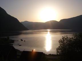 Alkonyat egy fjordban.