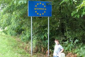 Néha az őrségi gombászati kirándulásaink során át-át tévedünk egy-egy szomszéd országba…Áronnak pedig megígértem, hogy megörökítem: járt már Szlovéniában is.