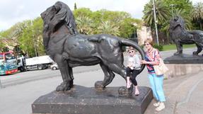 Barcelonai köztéri oroszlán, gyerekek nagy örömére.