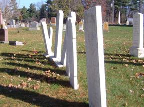 Változatos megoldások a kanadai folyóparti temetőben.