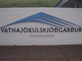 Itt lehet jelentkezni a gleccsertúrára – ha már megtanultad kimondani a bejárat nevét.