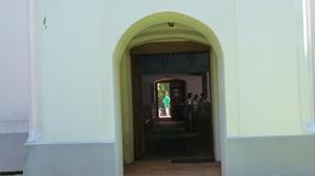 A szentgyörgyvölgyi református templomon átlátni hosszában-ha nyitva van mind a két kapuja. Vas megye.