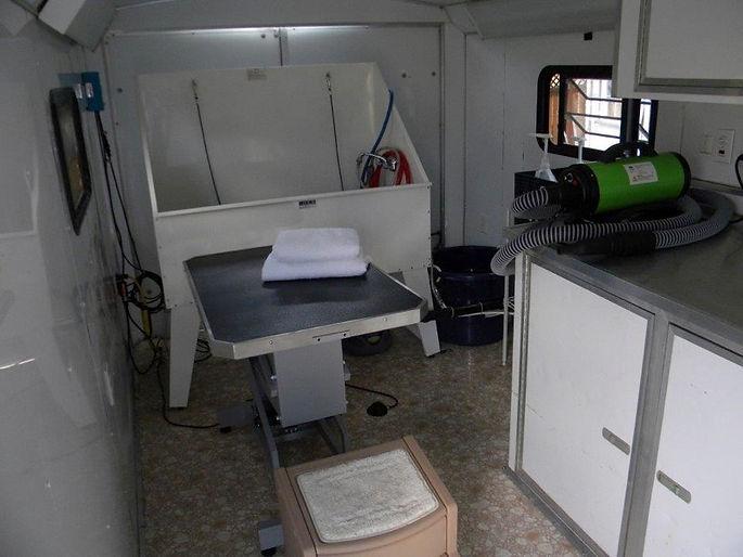 inside-of-the-mobile-pet-salon.jpg