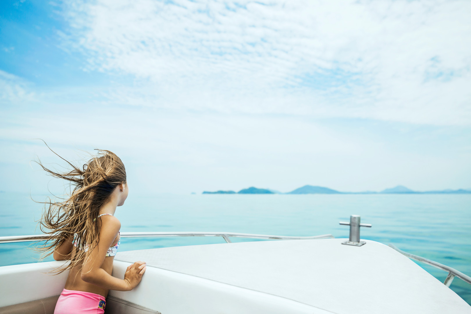 MTE COMO POINT YAMU - Lifestyle - Girl on a Speedboat