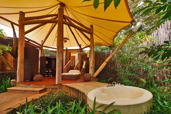 Beach-Pool-Villa-Suite_Outdoor-Bathroom.