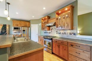 13 - Kitchen.jpg