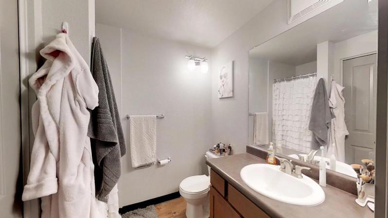dvdcAhoRVk9 - Bathroom(1).jpg
