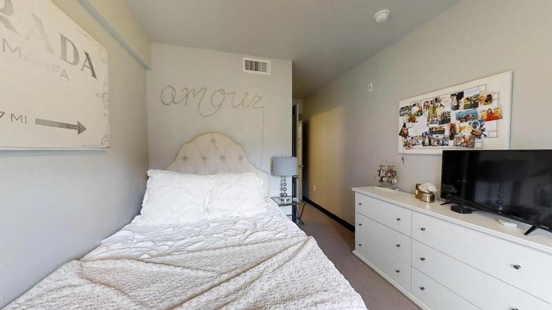 dvdcAhoRVk9 - Bedroom(1).jpg