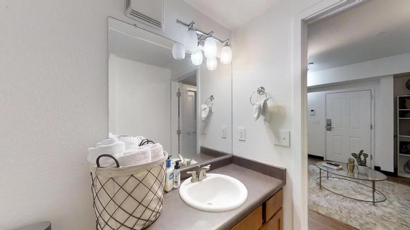 dvdcAhoRVk9 - Bathroom.jpg