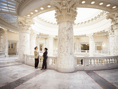 HOW TO PICK THE RIGHT WEDDING VENUE: TRADITIONAL VS. NON-TRADITIONAL