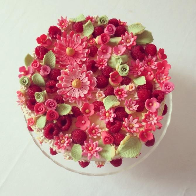 Rozkvetlý dort