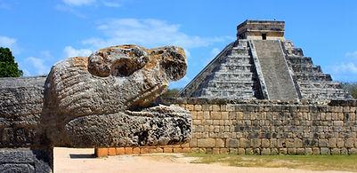 STREFA ARCHEOLOGICZNA W CHICHEN ITZA,PIERZASTY WĄŻ,MEKSYK