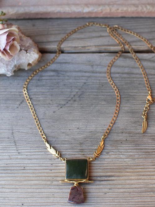 Jade-Sugilith Halskette