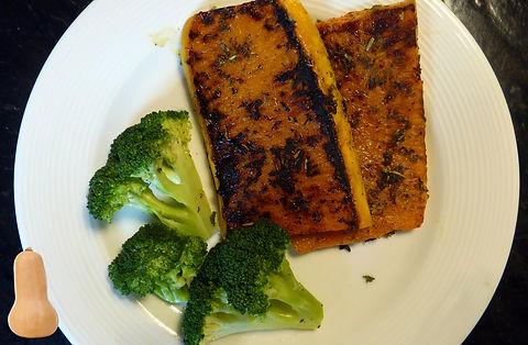 bistec de calabaza con mantequila de ajo, bisteces de calabaza, calabaza, butternut, salsa de mantequilla, salsa de mantequilla de ajo, salsa de mantquilla de ajo y hierbas, hierbas, platillo vegetariano