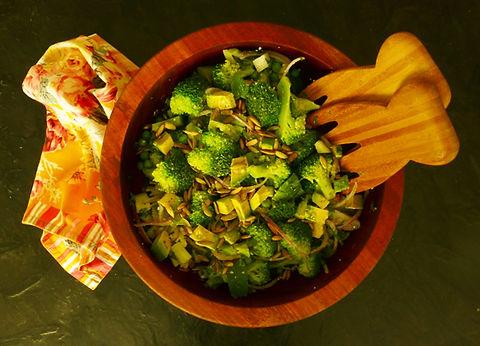 ensalada de brocoli y aguacate nutritiva