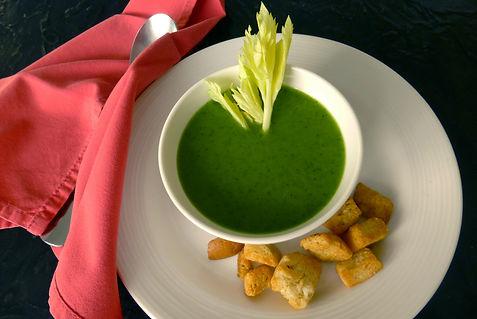 crema de apio y espinaca, sopa caliente, sopa fría, aperitivo, apio, espinaca, crema de verdura, sopa vegetariana