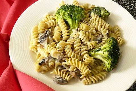 pasta con champiñones y brócoli, pasta con champiñones, pasta con salsa de champiñones , pasta con salsa de champiñones y brócoli, pasta con brócoli, pasta, chamiñones, crema de champiñones, salsa de champiñones