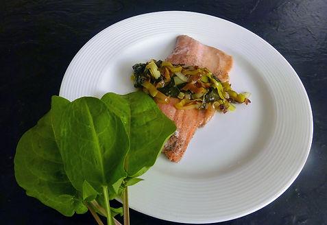 Filete de pescado cocido al vapor de porro, hoja santa y salsa soya, pesccado al vapor