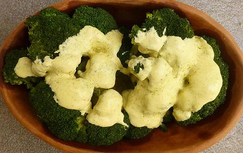 brocoli con salsa de queso cabra, brócoli, verduras, verdura en salsa, salsa de queso, queso cabra, platillo de veduras