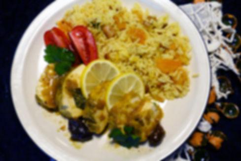 tajine de pollo, plato fuerte con pollo, limón conservado en sal, pollo en salsa