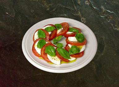 ensalada caprese de tomate albahaca y mozarella al mejor estilo italiano
