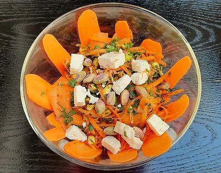 ensalada de zanhoria con aroma a azahar, ensalada de zanahoria, ensalada de zanahoria con queso y nueces, agua de flor de azahar
