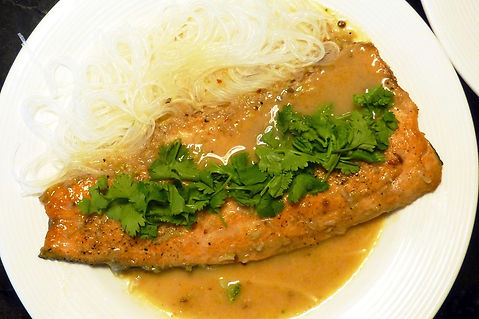 filete de trucha estilo thai, salsa tai, salsa thai, filete de pescado en salsa, filete de trucha en salsa thai