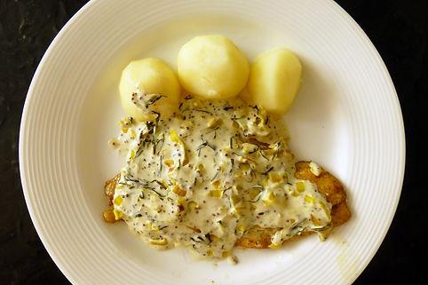 filete de lenguado en salsa cremosa de mostaza y estragón, lenguado, salsa cremosa, salsa de mosaza, estragón, plato fuerte de pescado, platillo vegetariano