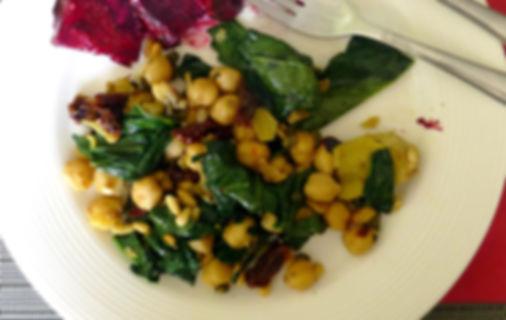 Ensalada tibia de garbanzos, ensalada de legumbre, garbanzos, platillo principal, vegetariano, platillo vegetariano, platillo sin carne