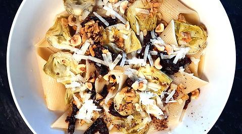 Pasta con alcachofa, pasta gorda, alcachofas, avellanas, plato principal, entrada, platillo vegetariano