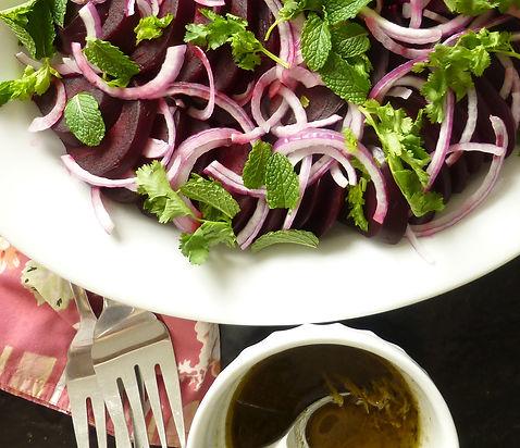 ensalada de betabel con hierbas, betabeles, hierbas frescas, ensalada, platillo vegetariano, ensalada de verduras
