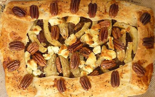 galette de espinaca y cebaolla caramelizada, pie de espinaca, pie de cebolla caramelizada, espinaca, cebolla caramelizada, alcachofa, nueces, platillo vegetariano, platillo principal