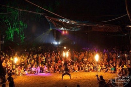 byron-bay-Fire-Dancers-5.jpg