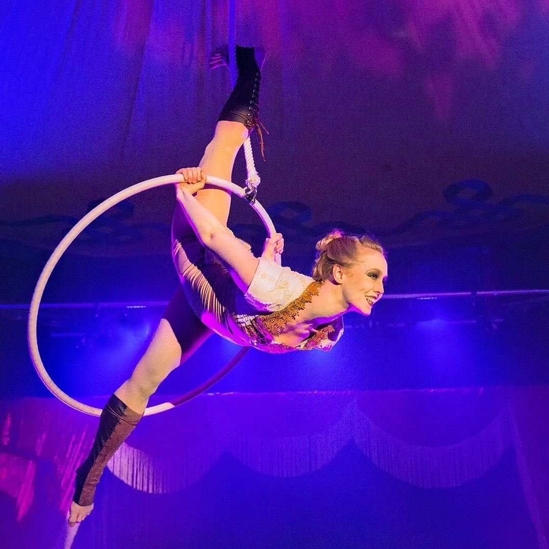 Lyra circus melbourne.jpg