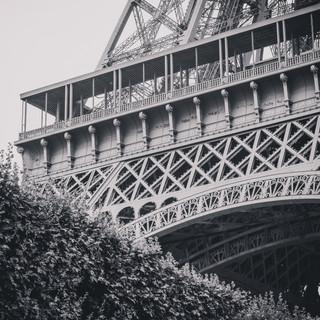 Eiffel tower crop
