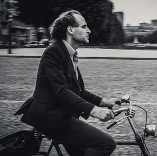 Parisan on Bike